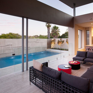 Photo of a contemporary deck in Perth.