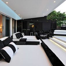 Contemporary Deck by Peerutin Architects