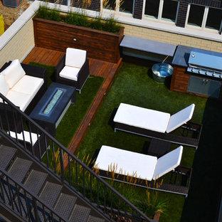 Foto di una terrazza minimal di medie dimensioni e sul tetto con un focolare e nessuna copertura