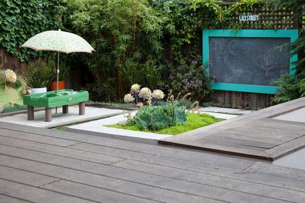 Contemporary Trädäck by Revive Landscape Design