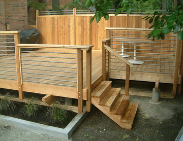 contemporary deck by R.Environs Inc.