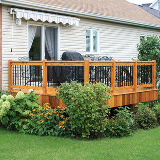 Inspiration for a contemporary deck remodel in Montreal