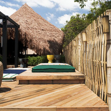 Tropical Deck Contemporary Hut