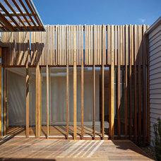 Contemporary Deck Convertible Courtyards House