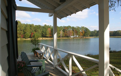 Kicking Back in a Relaxing Lowcountry Boathouse