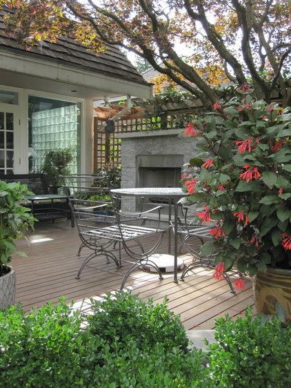 Contemporary Deck by Bearmark Design & Landscape