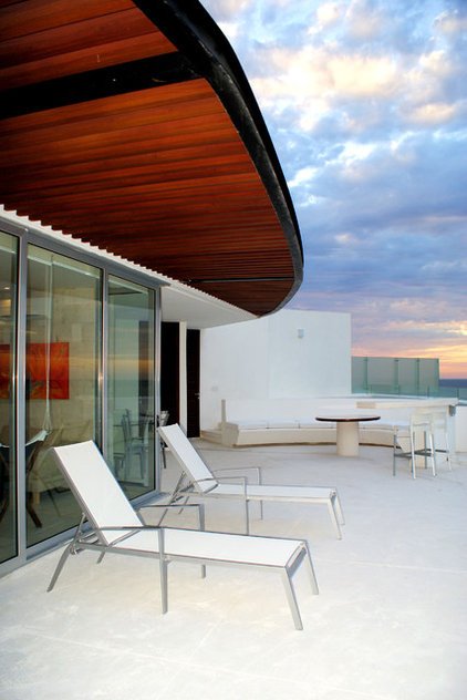 Modern Patio by Proyecto+7