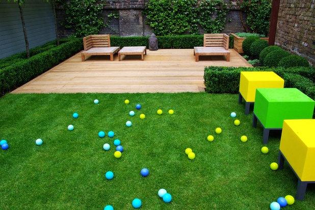 Contemporary Terrace by Laara Copley-Smith Garden & Landscape Design