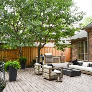 Ispirazione per una terrazza classica dietro casa con nessuna copertura