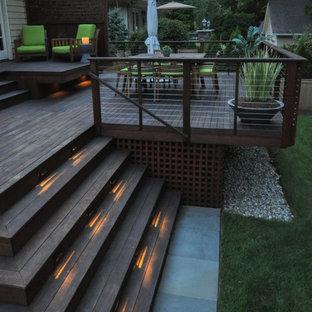 Ejemplo de terraza tradicional renovada, de tamaño medio, en patio trasero, con pérgola