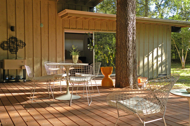 Midcentury Deck by Sarah Greenman