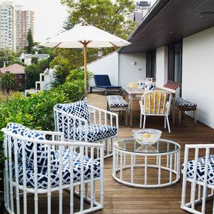 Foto de terraza tradicional renovada, en azotea, con toldo