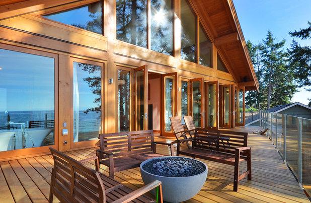Contemporary Deck by Streamline Design Ltd. - Kevin Simoes