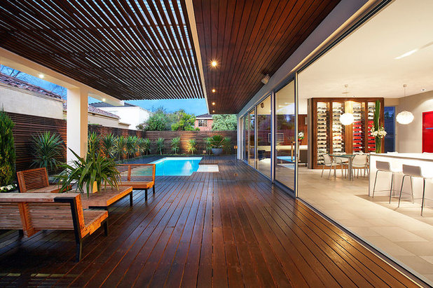 Contemporary Deck by DDB Design Development & Building