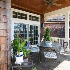 Beach Style Deck by Griggs & Co. Homes Inc.