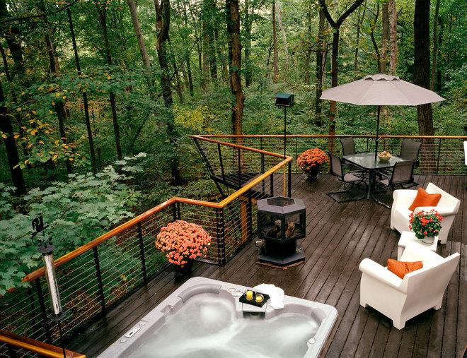 Modern Deck by Anthony Wilder Design/Build, Inc.