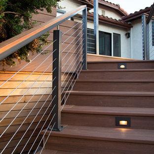 Diseño de terraza minimalista, de tamaño medio, en patio trasero