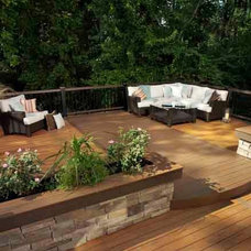 Contemporary Deck by Lindus Construction/Midwest LeafGuard
