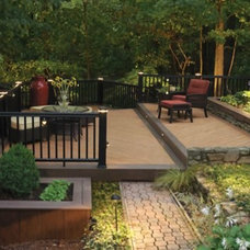 Modern Deck by Lindus Construction/Midwest LeafGuard