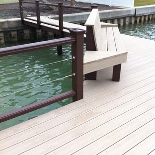 Trendy deck photo in Tampa