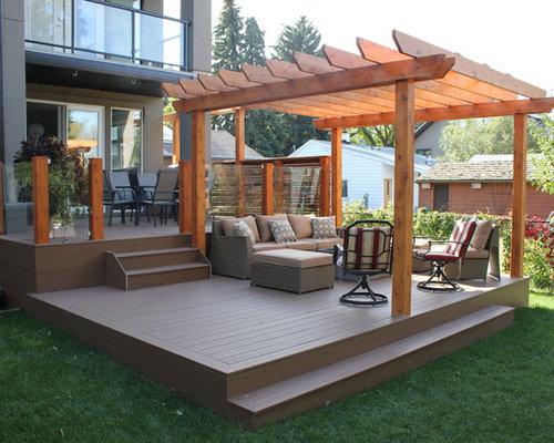 Klassische Terrasse Hinter Dem Haus Mit Pergola In Edmonton