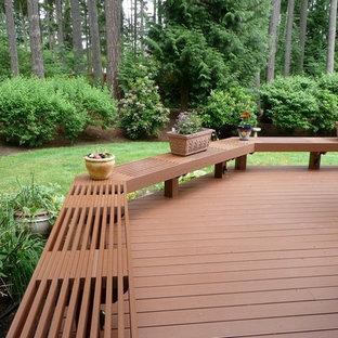 Réalisation d'une grande terrasse arrière craftsman avec aucune couverture.