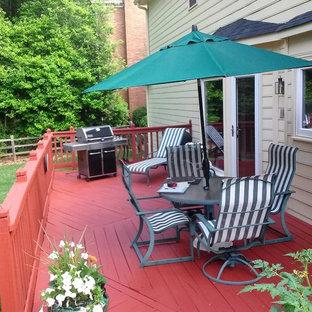 Diseño de terraza moderna, de tamaño medio, en patio trasero