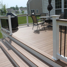 Traditional Deck by Blue Moon Construction