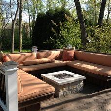 Traditional Deck by Craiger Custom Design