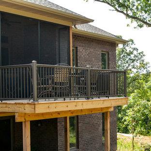 Immagine di una grande terrazza tradizionale dietro casa con nessuna copertura