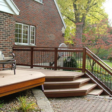 Traditional Deck by Ohio Valley DeckScapes