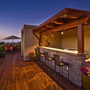 Esempio di una grande terrazza moderna sul tetto con un giardino in vaso e una pergola