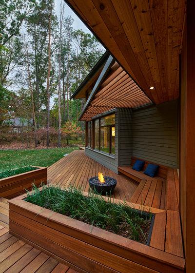 Modern Terrasse by European Architectural Supply