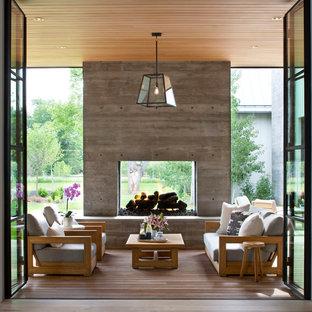 Überdachte Moderne Terrasse mit Feuerstelle in Denver