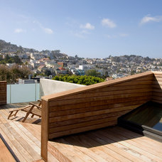 Modern Deck by Terry and Terry Architecture