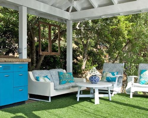 rustikale terrasse einrichten Kronleuchter Rattan Sessel