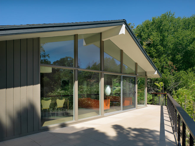 Midcentury Exterior by Rossington Architecture