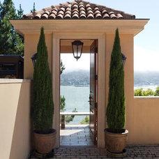 Mediterranean Deck by Andrew Skurman Architects