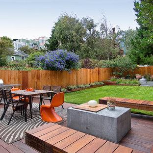 Esempio di una terrazza design di medie dimensioni e dietro casa con nessuna copertura