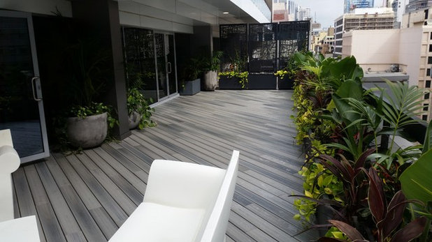 Contemporary Deck by Duralife Decking - NSW