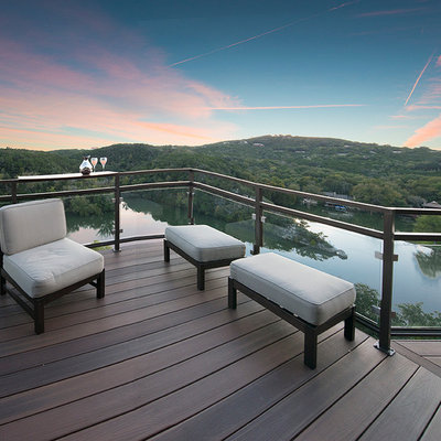 Example of a trendy deck design in Austin