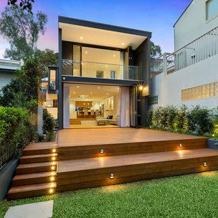 Foto di una terrazza design dietro casa con nessuna copertura