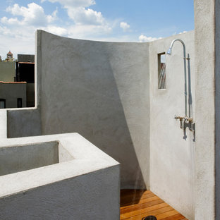Inspiration for a modern outdoor shower deck remodel in New York