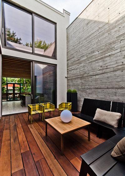 Contemporary Deck by Alexandre Parent
