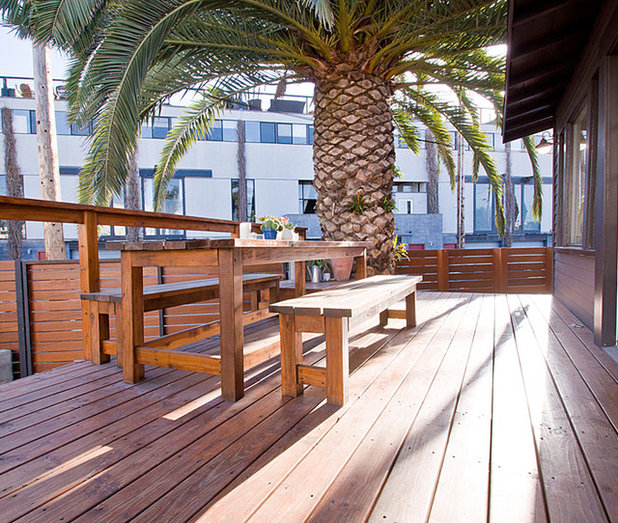 Contemporary Deck by Electric Bowery