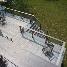 Traditional Deck by Celebration Contracting