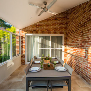 Design ideas for a mid-sized contemporary deck in Sydney.
