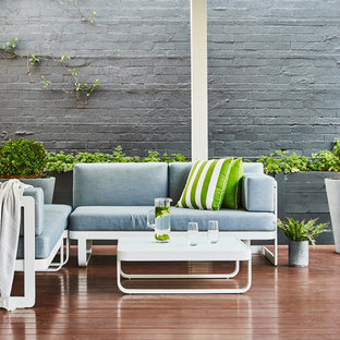 Design ideas for a mid-sized contemporary backyard deck in Melbourne.