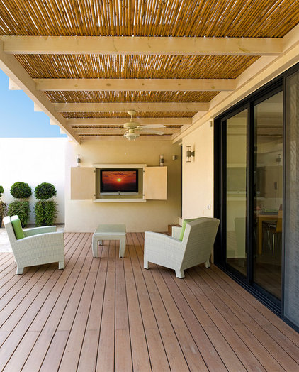 contemporary patio by Yaniv Schwartz - Photographer