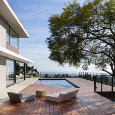 Modern Deck by Bittoni Architects